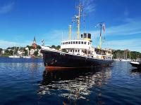 Der Dampf-Eisbrecher Wal besucht Travemünde